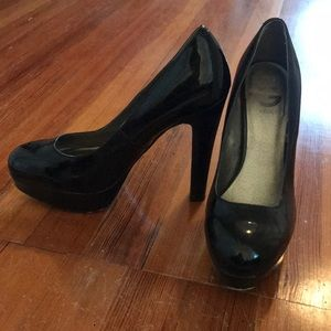 Black G by Guess pumps